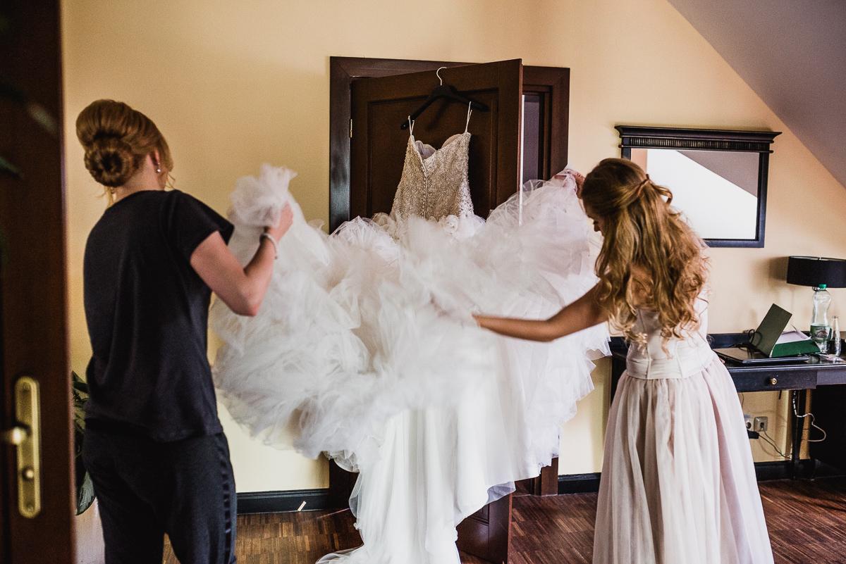 przygotowania suknia ślubna panna młoda fotografia