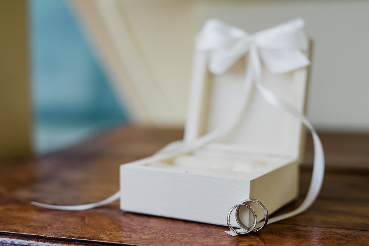 obrączki ślubne przygotowania detal fotografia