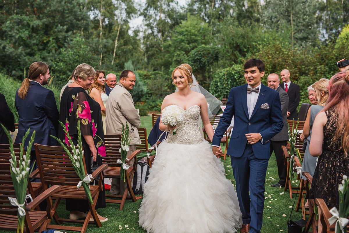 ślub plenerowy otwock maranello państwo młodzi just married