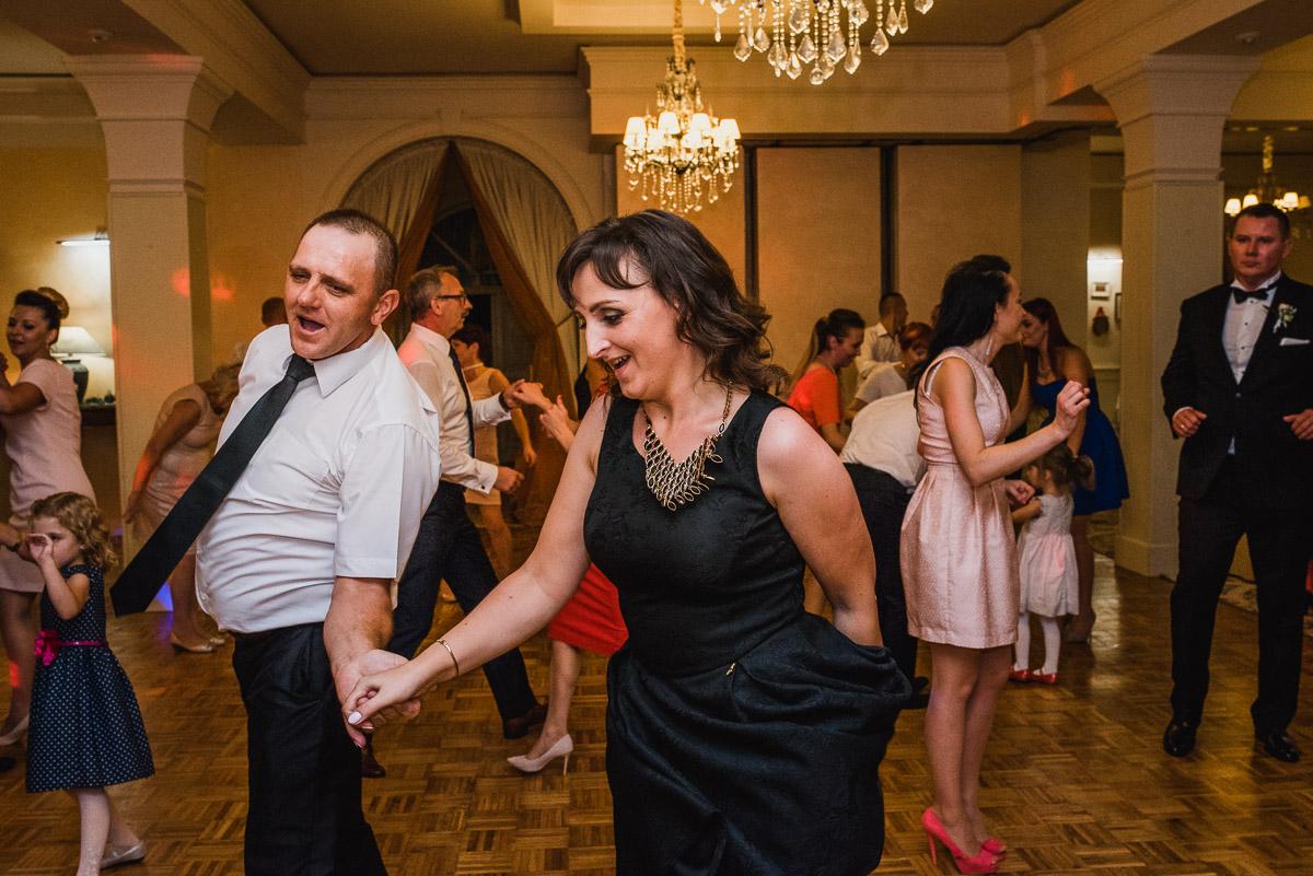 slub-wesele-105-goście-zabawa-taniec-fotografia