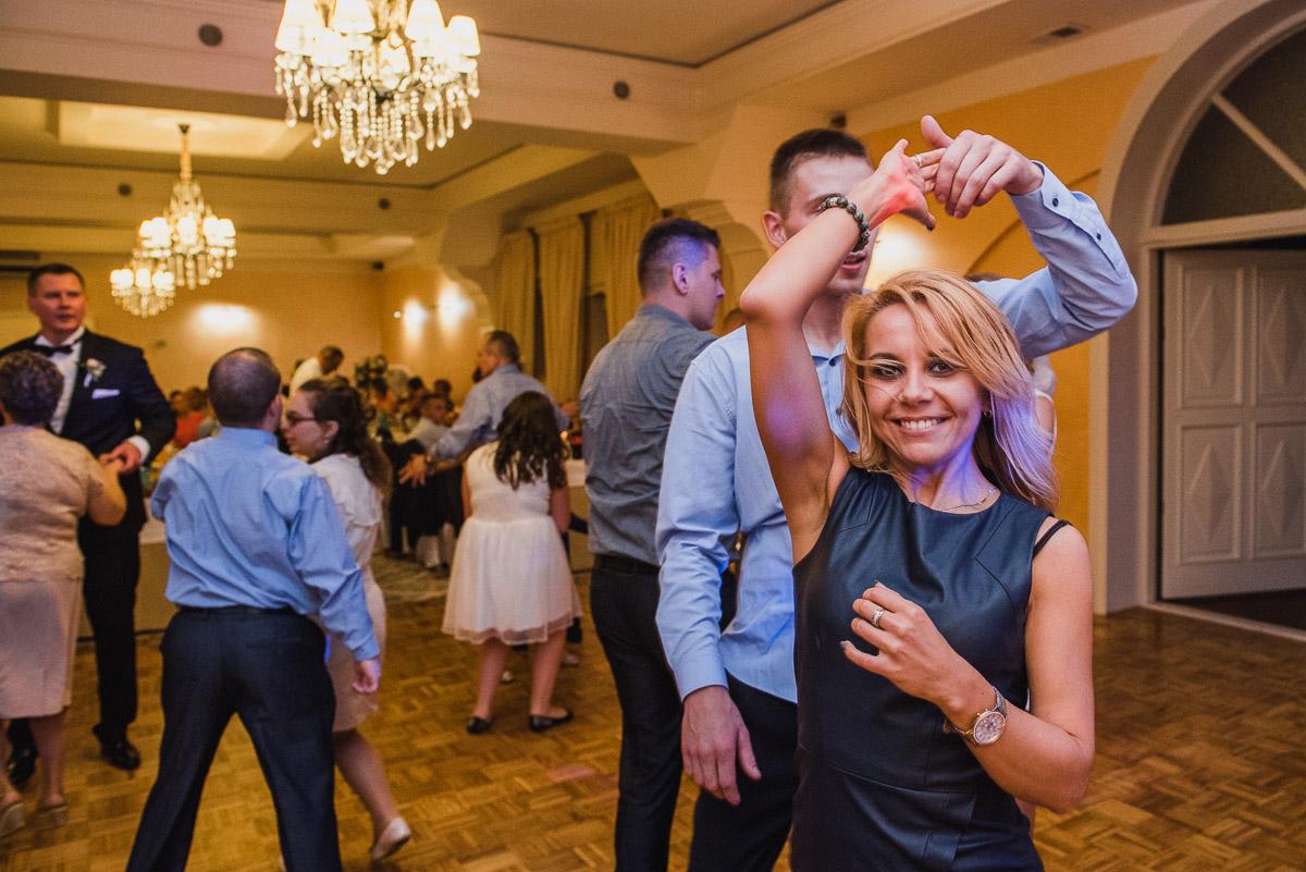 slub-wesele-115-taniec-goście-zdjęcie