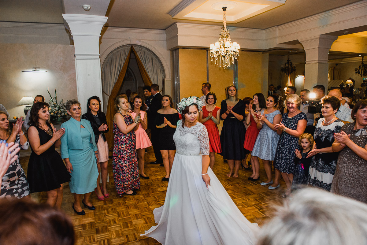 slub-wesele-135-panna-młoda-taniec