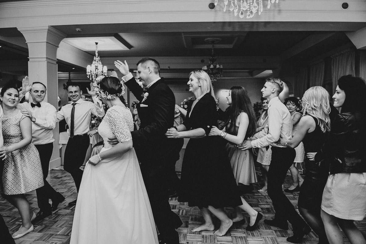 slub-wesele-139-goście-zabawa-fotografia