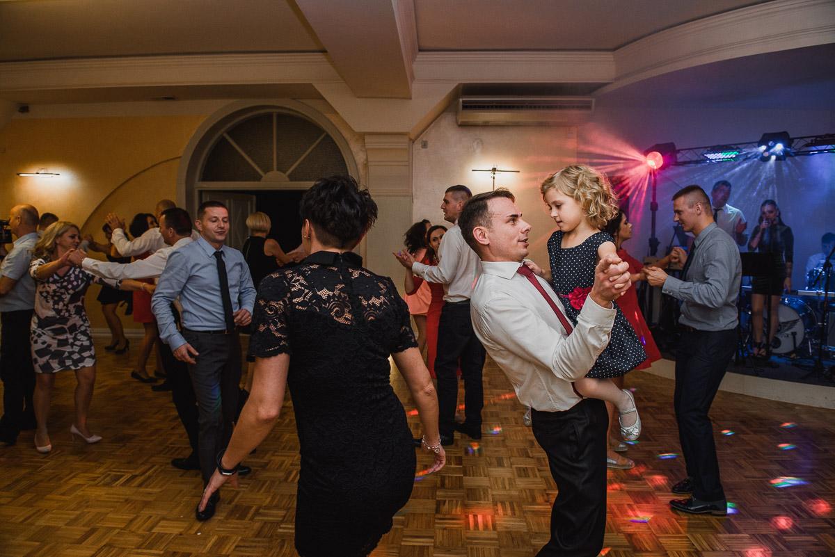 slub-wesele-145-zabawa-taniec-fotografia