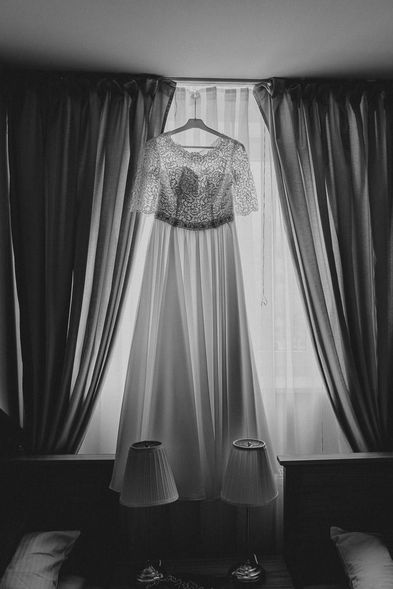 przygotowania-panna-młoda-fotografia-ślubna-suknia
