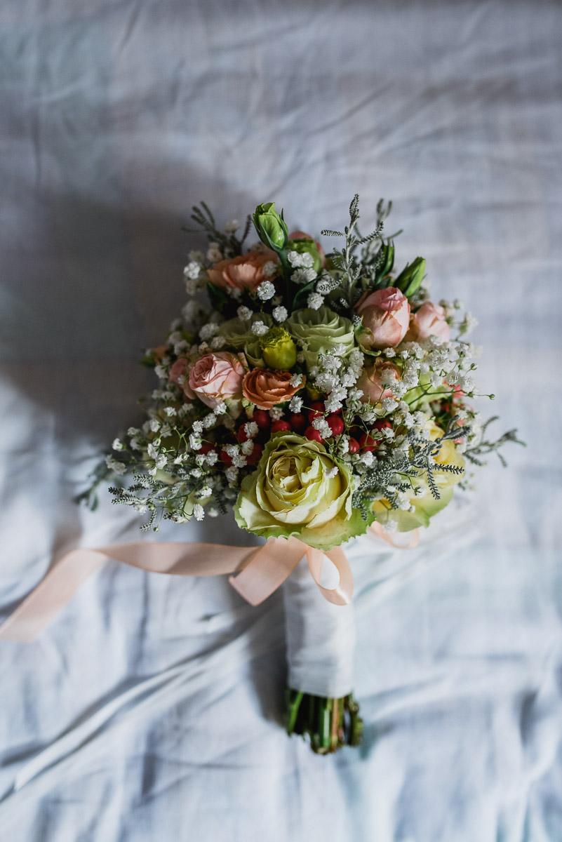 przygotowania-panna-młoda-fotografia-ślubna-bukiet