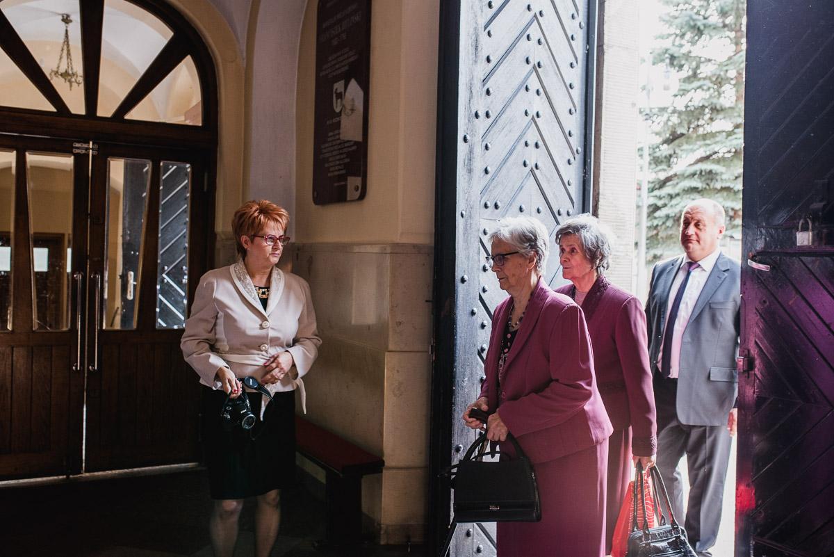 slub-wesele-33-rodzina-zdjęcia-kościół-góra-kalwaria
