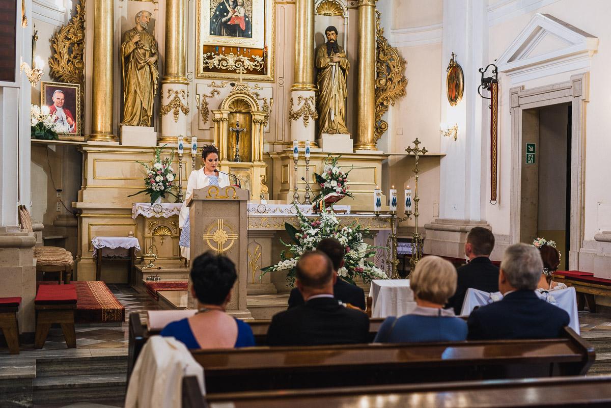 slub-wesele-44-rodzina-kościół-zdjęcie
