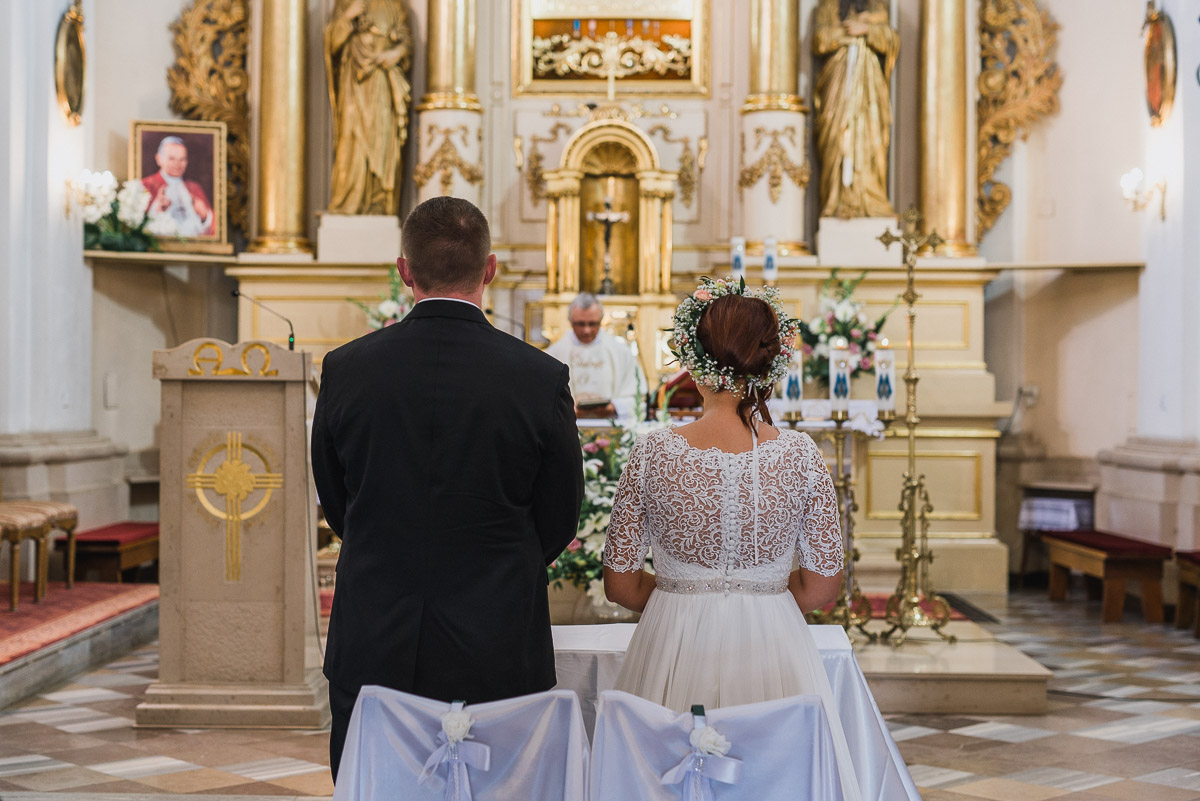 slub-wesele-45-para-młoda-kościół