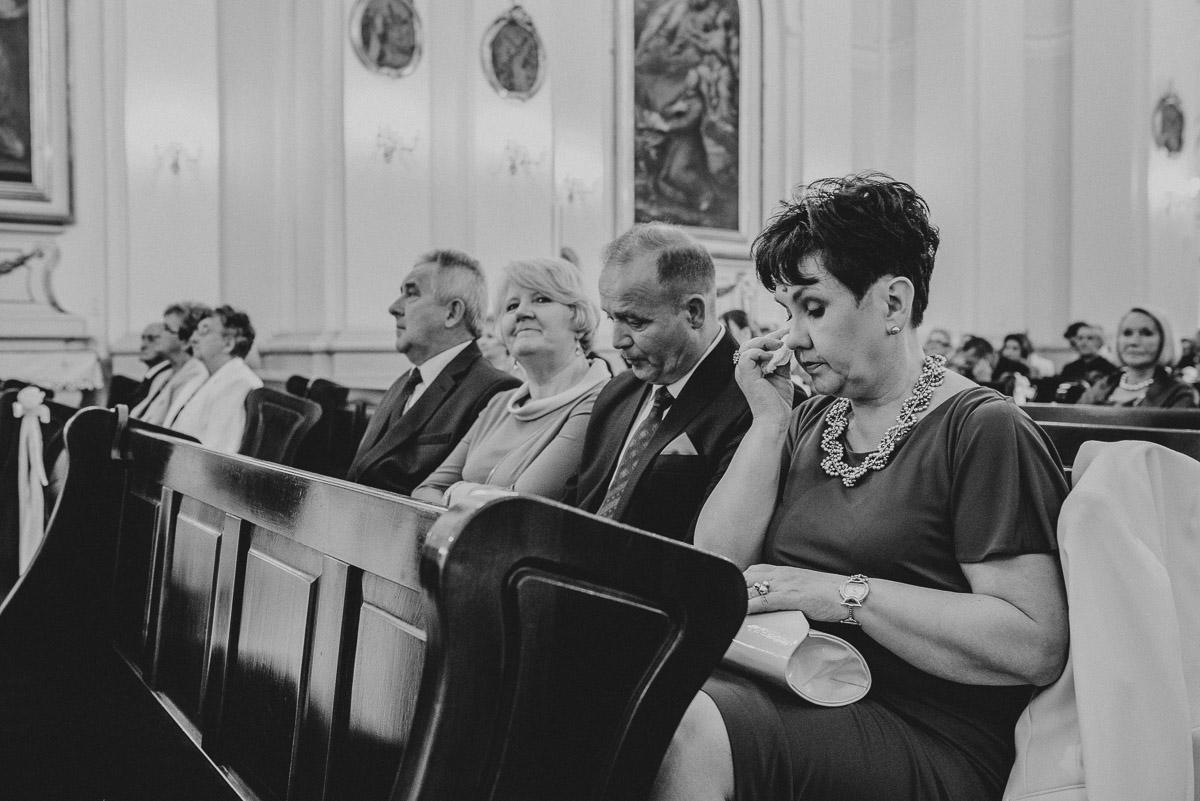 slub-wesele-51-rodzice-kościół-zdjęcie