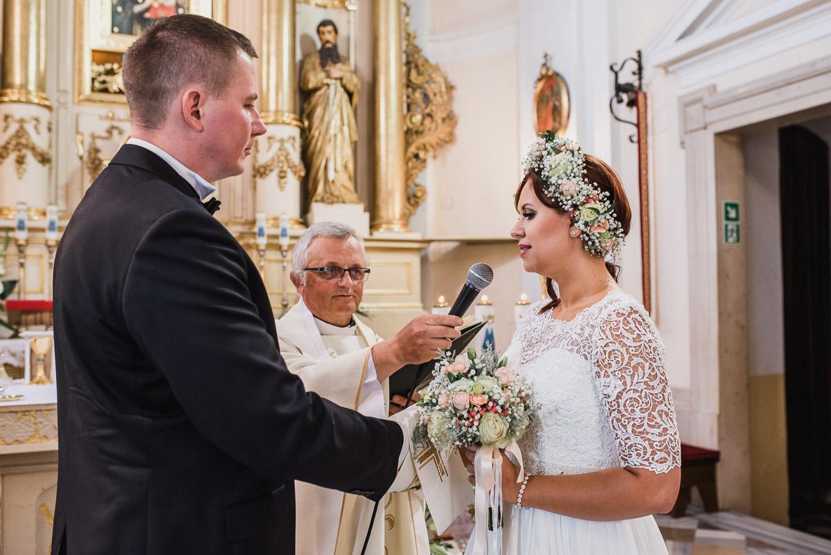 slub-wesele-55-przysięga-panna-młoda-fotografia