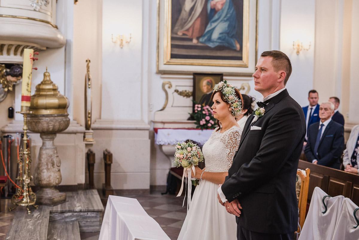 slub-wesele-59-para-młoda-kościół-zdjęcia
