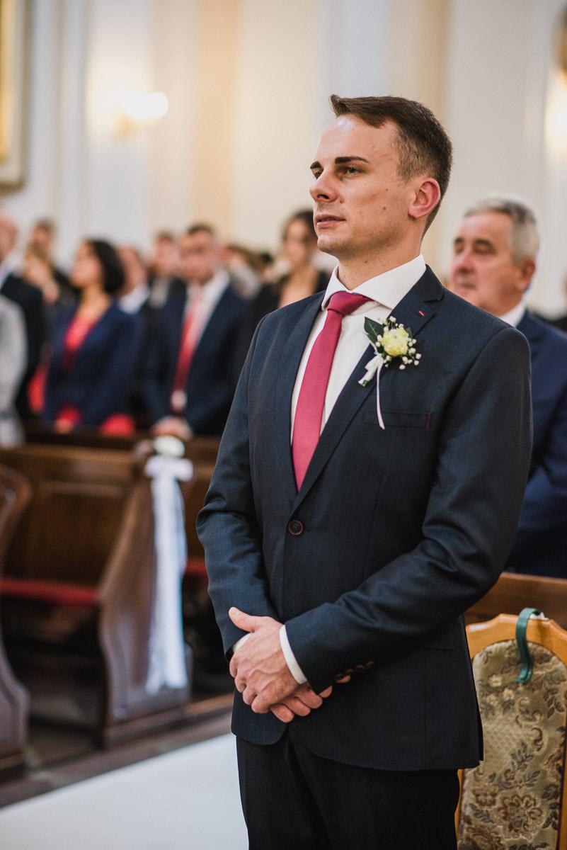 slub-wesele-64-świadek-portet-kościół