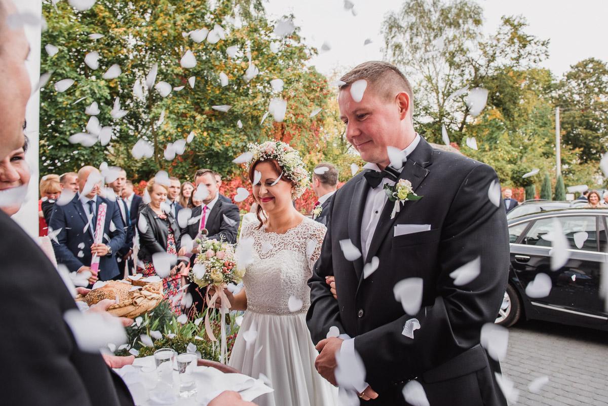 slub-wesele-83-powitanie-chleb-i-sol-zdjęcia