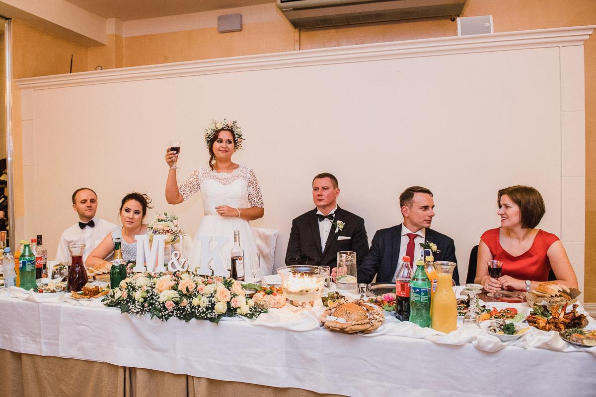 slub-wesele-89-panna-młoda-toast-fotografia